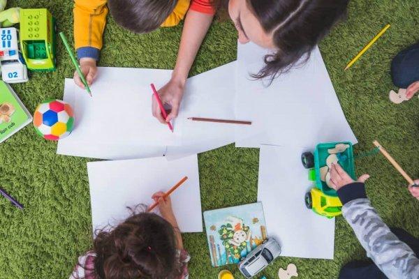 kids-drawing-playing (1)